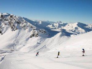 Skiing the groomed runs at Meribel Ski Resort, France